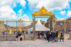 凡尔赛,法国- 2016年7月02日:朝向(主要)入口与 库存照片
