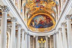 凡尔赛,法国- 2016年7月02日:里面著名皇家教堂 图库摄影