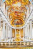 凡尔赛,法国- 2016年7月02日:里面著名皇家教堂 免版税库存照片