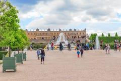 凡尔赛,法国- 2016年7月02日:Latona喷泉水池, oppo 免版税图库摄影