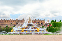 凡尔赛,法国2016年7月02日:Latona喷泉水池, opposi 免版税图库摄影