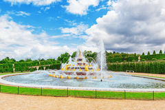 凡尔赛,法国- 2016年7月02日:Latona喷泉水池, opposi 免版税库存照片
