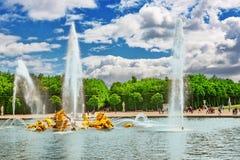 凡尔赛,法国- 02, 2016年7月:阿波罗喷泉在bea的 免版税库存照片