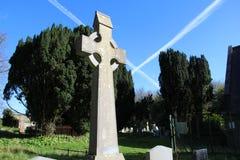 凯尔特十字架在一个坟园在爱尔兰 免版税库存图片