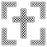 凯尔特在白色和黑的样式不尽的弯曲的结十字架标志在被打结的框架由爱尔兰人圣帕特里克` s天和虹膜启发了 皇族释放例证