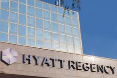 凯悦在他们的主要旅馆的摄政商标在塞尔维亚 Hyatt Hotels Corporation是旅馆全世界品牌、所有者和特权  免版税库存照片