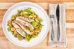 凯撒鸡肥胖食物新鲜的法律营养沙拉 库存照片