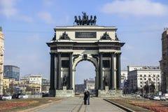 凯旋式门为了纪念Russia& x27; 以拿破仑的s胜利 免版税库存照片