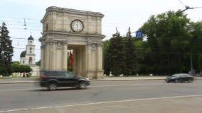 凯旋门和政府大厦在基希纳乌-摩尔多瓦