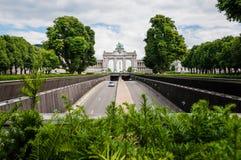 凯旋门在五十周年纪念公园Parc在布鲁塞尔,比利时w 免版税库存照片