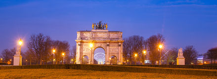 凯旋门在日出的du Carrousel (巴黎) 免版税图库摄影