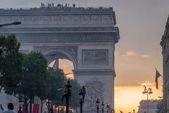 凯旋门在2018年世界杯以后的巴黎 免版税库存图片