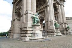 凯旋门在Parc du五十周年纪念公园在布鲁塞尔 免版税库存图片
