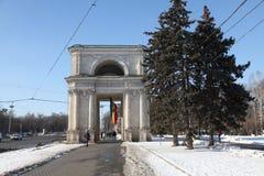凯旋门天,基什尼奥夫基希纳乌摩尔多瓦 免版税库存照片