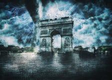 凯旋门毁坏了|默示录在巴黎 库存照片