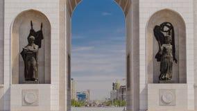凯旋门timelapse和城市的中央部分在阿斯塔纳,哈萨克斯坦 股票视频