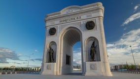 凯旋门timelapse hyperlapse和城市的中央部分在阿斯塔纳,哈萨克斯坦 股票录像