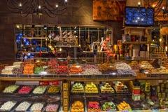 凯梅尔,土耳其- 2017年10月4日:传统土耳其快乐糖在凯梅尔老义卖市场商店 免版税库存图片