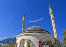 凯梅尔,土耳其- 2017年10月5日:清真寺凯梅尔Cami在凯梅尔镇的中心 免版税库存图片