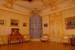 凯瑟琳宫殿内部一个洛可可式的宫殿在Tsarskoye Selo圣彼得堡 免版税库存照片