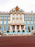 凯瑟琳宫殿在俄罗斯StPetersburg在春天 免版税库存图片