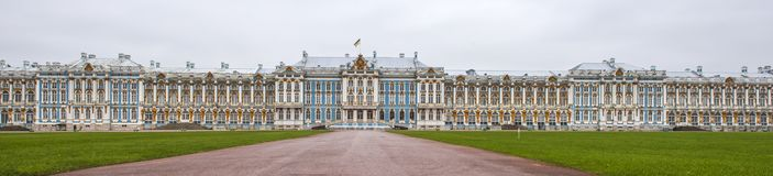 凯瑟琳宫殿在Tsarskoe的Selo普希金庭院里 库存照片