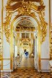 凯瑟琳宫殿的内部在Tsarskoye Selo,圣彼得 免版税库存图片