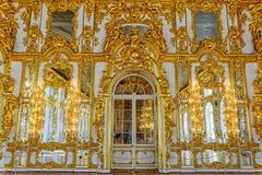 凯瑟琳宫殿的华丽内部 免版税库存照片