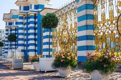 凯瑟琳宫殿的门和篱芭, Tsarskoe Selo,圣彼德堡,俄罗斯 免版税图库摄影