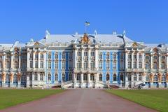 凯瑟琳宫殿的门面在圣彼得堡附近的沙皇的 免版税库存照片