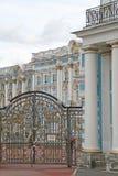 凯瑟琳宫殿门 ST 彼得斯堡, TSARSKOYE SELO,俄罗斯 免版税库存图片