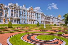 凯瑟琳宫殿,Tsarskoye Selo,俄罗斯在Tsarskoe Selo亚历山大庭院 库存图片