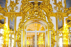 凯瑟琳的宫殿大厅在Tsarskoe Selo ( 库存照片