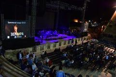 凯瑟里雅圆形剧场,以色列,给的5月19日-乐团Andrei马卡列维奇的音乐会-即将来临的音乐会Zemfira做广告, 免版税库存图片