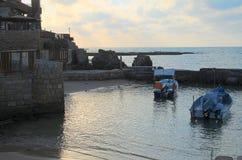 凯瑟里雅港口和地中海在日落 免版税库存照片