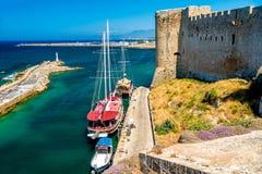 从凯里尼亚城堡墙壁的港口视图 塞浦路斯 库存照片
