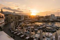 凯里尼亚老港口在美好的日落期间的 免版税库存图片