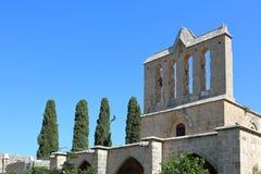 凯里尼亚,塞浦路斯- 2016年10月, 14 :修道院教会的门面Bellapais修道院修道院的在凯里尼亚 免版税库存图片