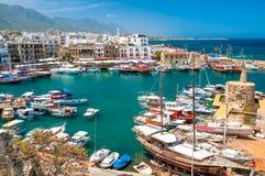 凯里尼亚,塞浦路斯- 2014年4月26日-一个历史的港口的看法 免版税库存照片