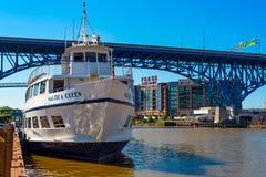 凯霍加河的Nautica女王/王后 图库摄影