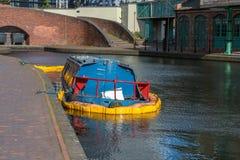 凹下去的运河船在伯明翰 免版税库存照片