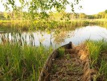 凹下去的小船在春天湖 免版税图库摄影