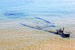 凹下去的渔船在亚得里亚海,维耶斯泰,意大利 免版税库存图片