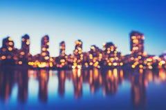 出于焦点城市光抽象背景  免版税库存图片