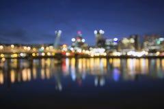 出于焦点波特兰市地平线在蓝色小时 免版税库存照片