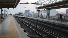 出入火车的人群在KL Sentral,一现代运输减少交通问题在瓜拉 股票视频