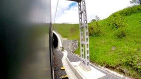 出出进进从隧道录影的火车 股票视频