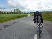 出发与您喜爱的自行车 免版税库存图片