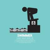 出发台标志的游泳者 免版税库存照片