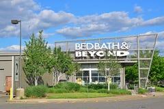 出口购物中心的Bed Bath & Beyond商店 免版税图库摄影